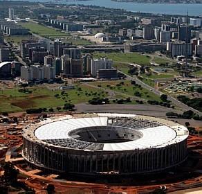 Estádio de Brasília já vai abrir a Copa das Confederações e pode abrir o Mundial (Anthony Boadle/Reuters)