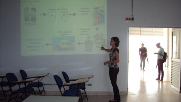 Daniely Soares ministrando palestra